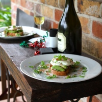 Christmas Breakfast: Poached Eggs in White Wine